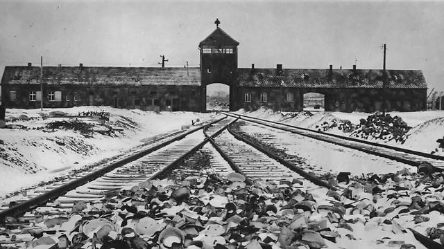Дорога в Освенцим. Фото: EPA (Photo: EPA)