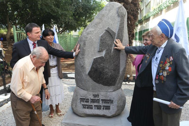 Памятник Печерскому в Тель-Авиве. Фото: Ярив Кац